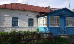 Продаётся пол дома на земельном участке