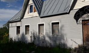 Продаётся дом на земельном участке.